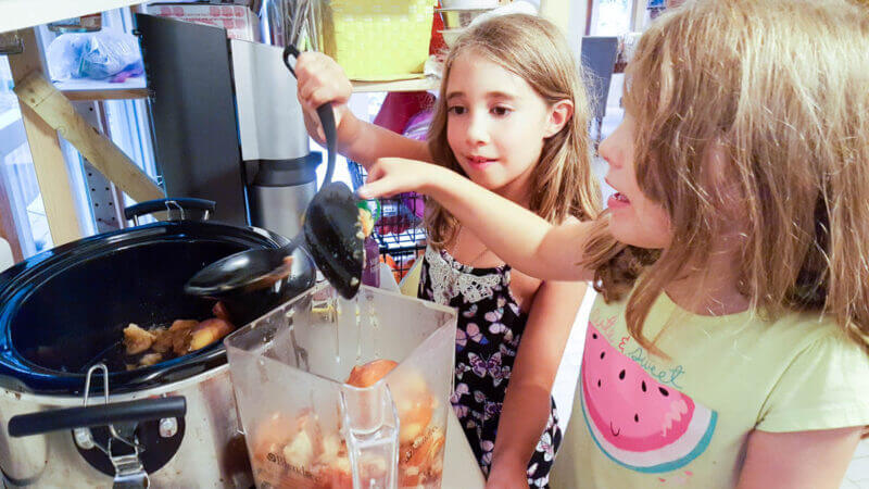 Homemade Applesauce Cooking with Kids | @VeggieConverter
